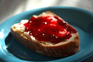 Kdo je šef oz. kaj imajo izvršilne funkcije z mazanjem marmelade na  kruh?